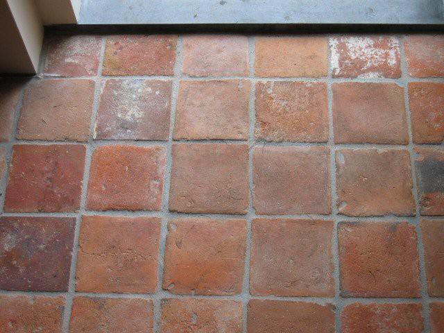 Terracotta tegels buiten
